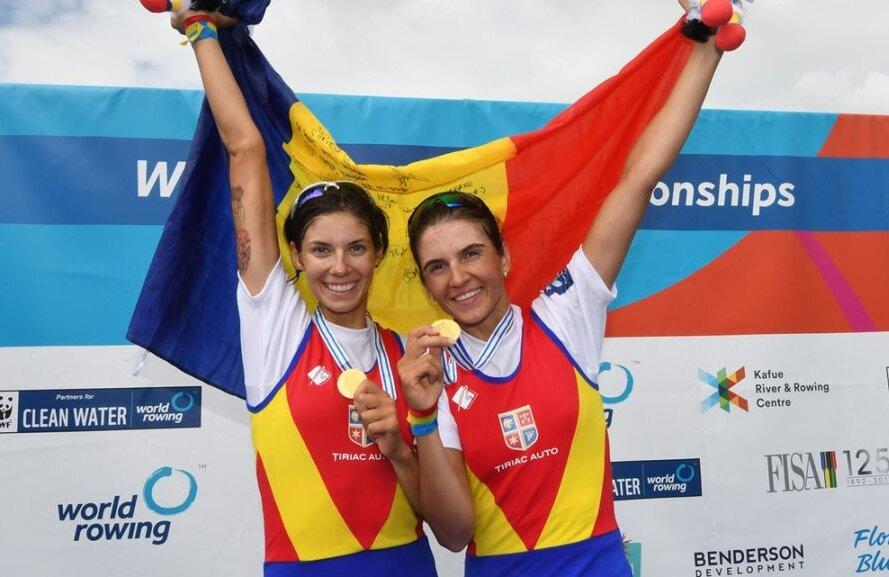 Geanina Beleagă (stânga) și Ionela Lehaci cu medaliile de aur la CM de la Sarasota