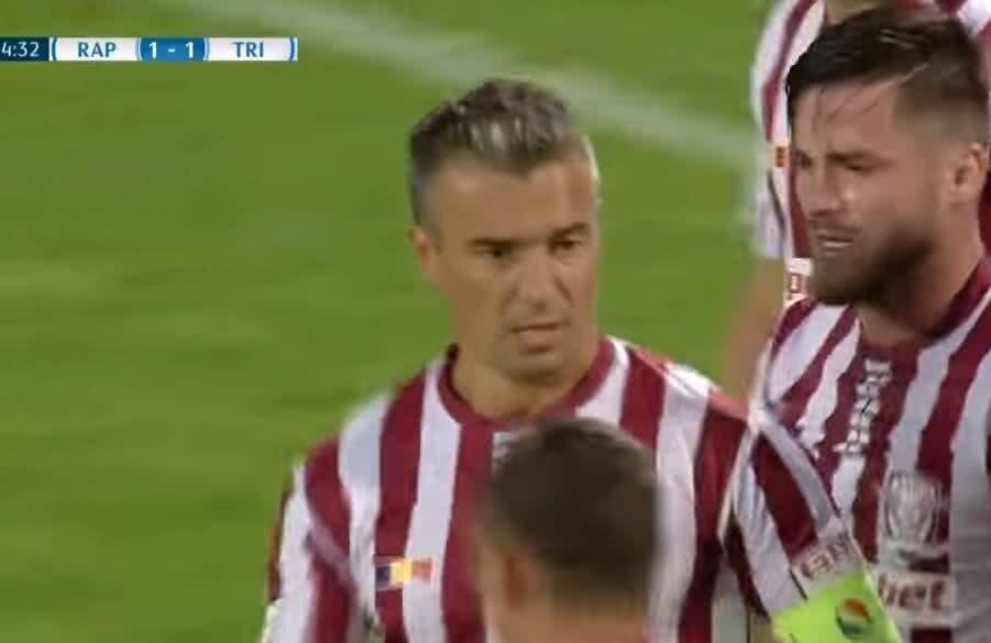 Muscalu (dreapta), în meciul cu Tricolor, alături de Pancu