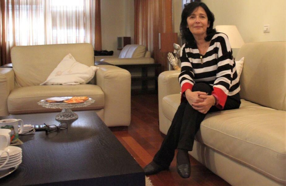 Simona Marinescu a fost senator în legislatura 2000-2004: a reprezentat PD până în 2001, apoi a figurat ca parlamentar independent