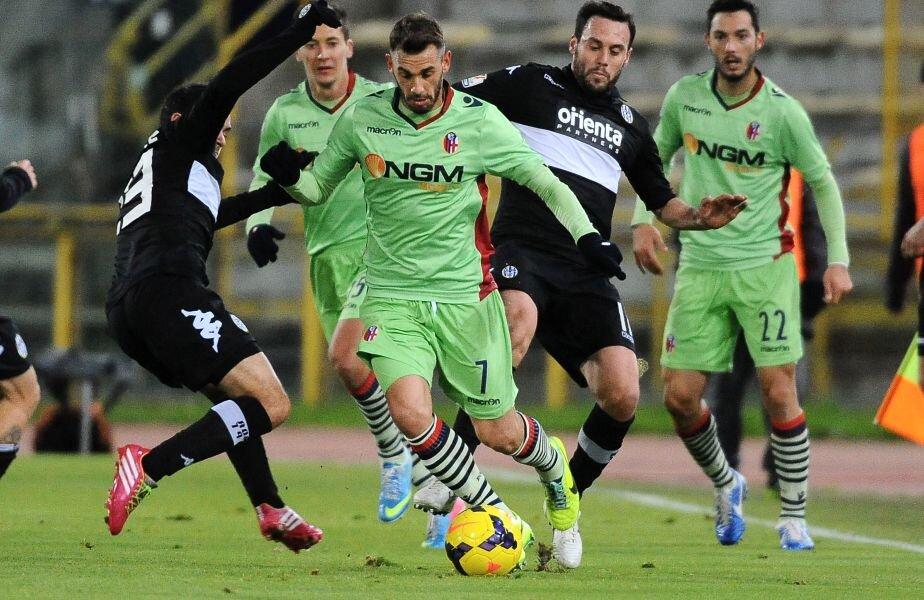 Francesco Della Rocca (nr. 7), în tricoul Bolognei, într-un meci de Cupă contra Sienei Foto: Gulliver/GettyImages