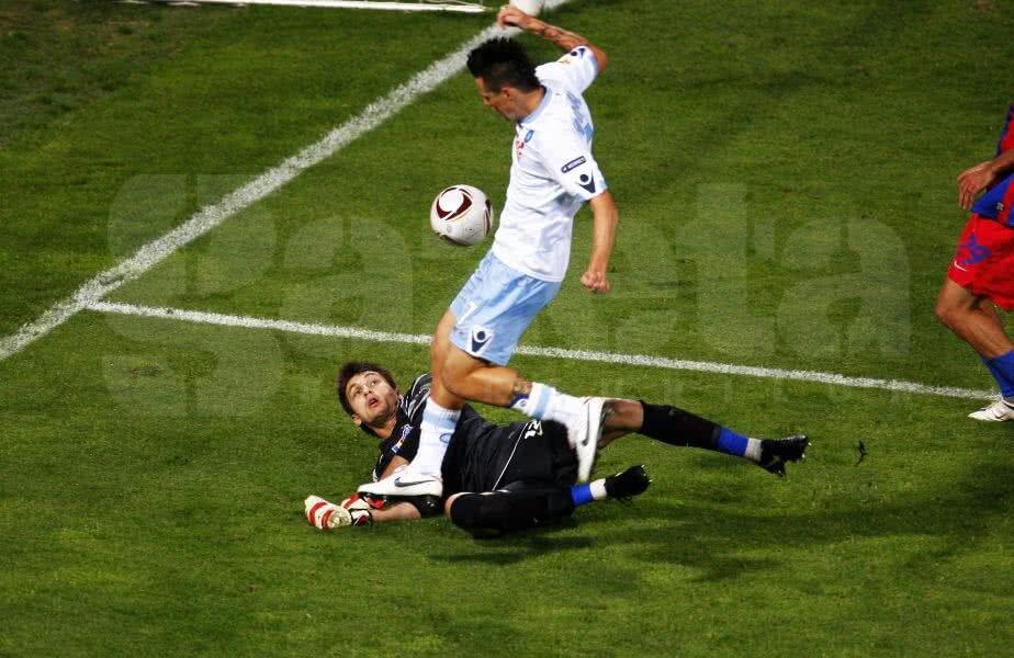 Hamsik în duel cu Tătărușanu Foto: Cristi Preda