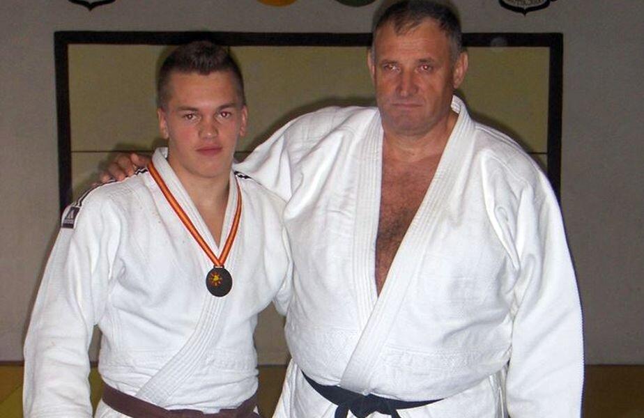 Tudor Băldean și antrenorul său de la Bistrița, Vasile Bodea, reclamă vocal favoritismele față de Andrei Gușă, fiul șefului FRJ