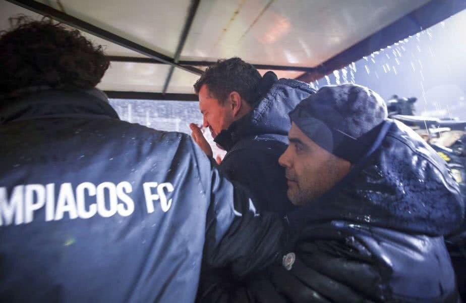 Oscar Garcia, lovit de fanii lui PAOK