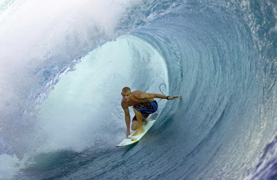 Mick Fanning, triplul campion mondial la surf, a decis să-și încheie impresionanta carieră. Sportivul australian a rămas celebru și prin episodul din 2015, când a respins un atac al unui rechin alb. foto: reuters