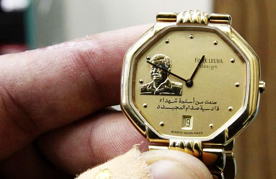 Un ceas de aur în ediție limitată, încrustat cu bustul lui Saddam Hussein, asemănător celui primit de Sandu