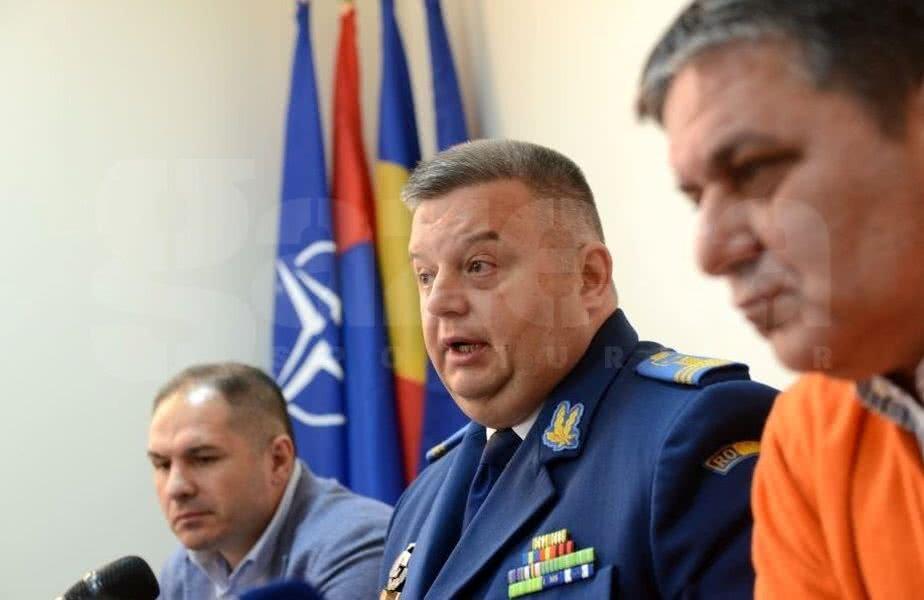 Cristian Petrea, în centru, comandantul CSA Steaua