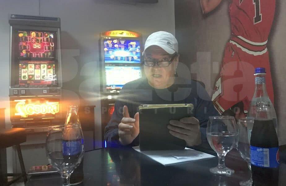 Sorin Răducanu e nedespărțit de tabletă chiar și în agenția de pariuri: