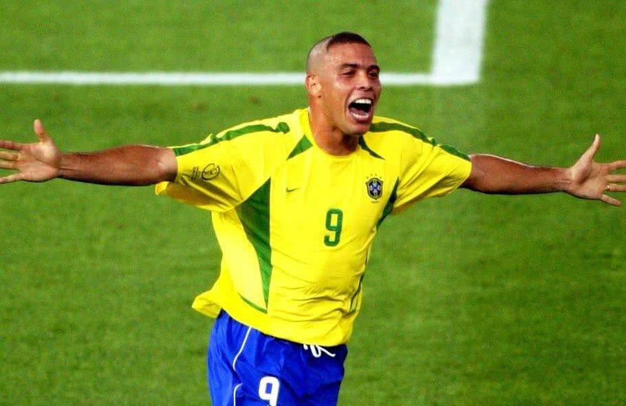în Sfârșit Ronaldo A Explicat Celebrul Look De Acum 16 Ani Cum A