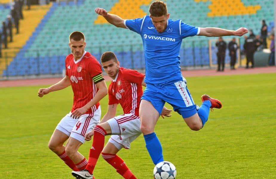 Sergiu Buș (în albastru) Foto: sportal.bg