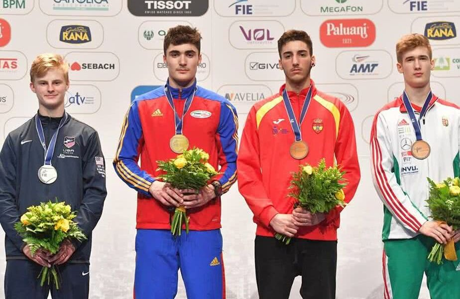 Andrei Păștin, al doilea din stânga