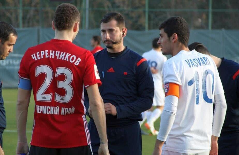 Centralul Dan Petre, la meciul Amkar - FC Botoșani. Din Cipru a trecut în Antalya. În stânga este un alt român Sursă: site oficial Amkar