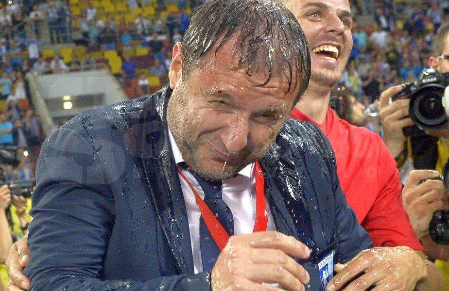 Mangia a făcut o baie de șampanie alături de jucătorii Craiovei // FOTO: Cristi Preda