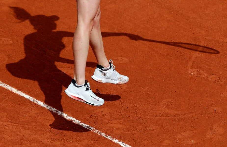 Zboară la Roland Garros. Una dintre marile favorite ale turneului parizian, Elina Svitolina, într-o imagine inedită surprinsă de fotoreporteri (foto: reuters)