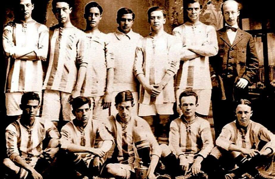 Prima echipă din istoria lui Recreativo Huelva, fotografiată în 1890 // Foto: equiposdefutbol2.blogspot.com