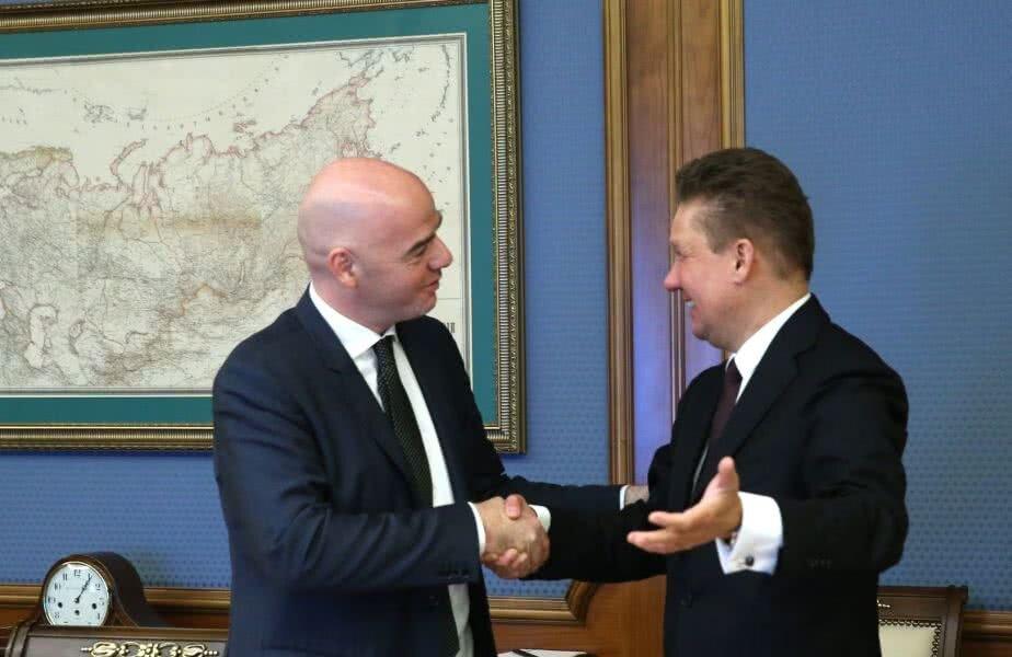 Alexei Miller (dreapta), directorul general al Gazprom, pare că se înțelege mai mult decât bine cu Gianni Infantino, președintele FIFA