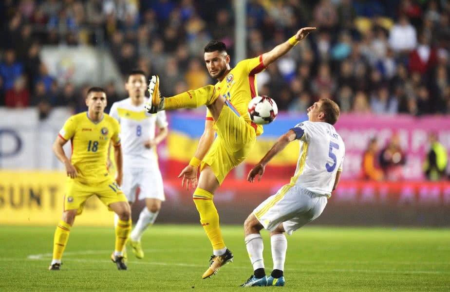 Dragoș Grigore (foto, surprins în meciul cu Kazahstan) are 33 de selecții la națională. A cucerit două trofee cu Dinamo, al cărei căpitan a fost: Cupa și Supercupa României în 2012  FOTO Raed Krishan