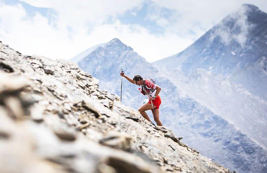 3030m de cățărare, echivalentul a 1.000 de scări sau 10 Tunuri Eiffel unul peste anul! Cursa Red Bull K3 în Susa, Italia, are doar 9,7km, dar duce în câteva ore până la 3.538 metri, foto: reuters