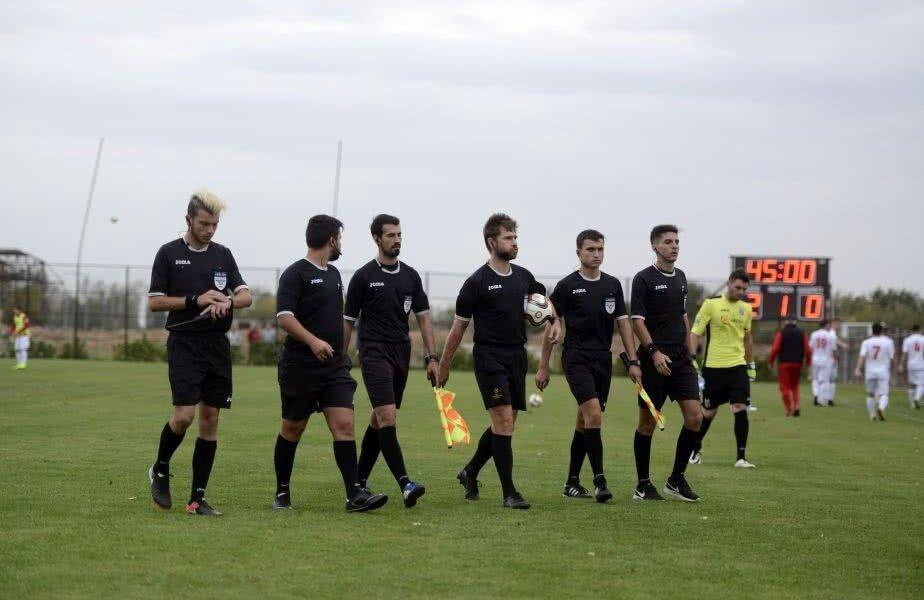 Alexandru Tudor și brigada sa de arbitri la meciul din Liga a 4-a dintre CSA Steaua și ACS FC Dinamo, scor 8-0 // Foto: Raed Krishan