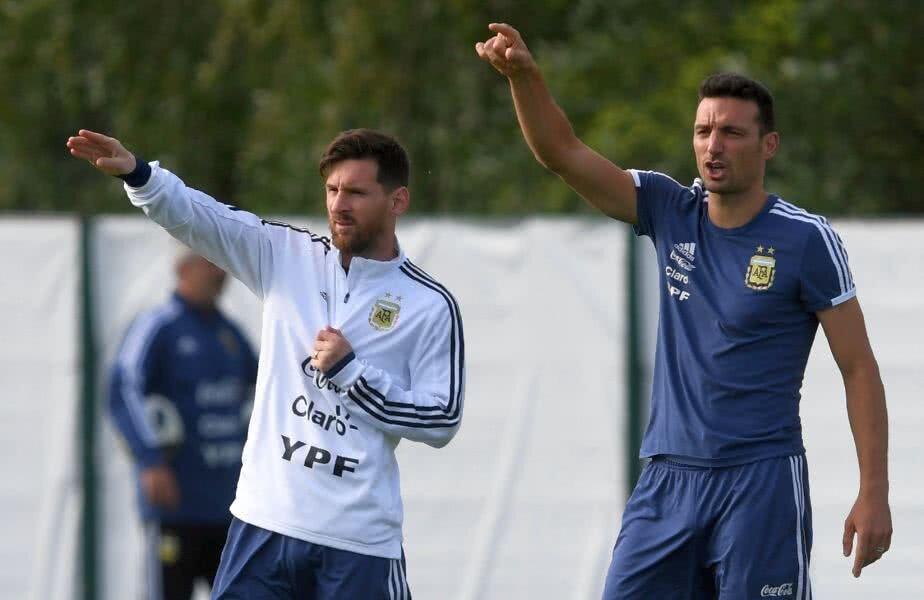 Scaloni, în dreapta, a fost secundul lui Sampaoli la Mondialul din Rusai // Foto: Twitter  SportMediaset.it