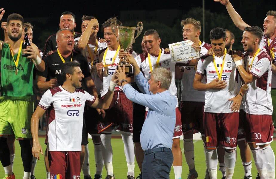 În luna mai, Daniel Niculae era alături de Rapidul care sărbătorea promovarea și câștigarea Cupei României faza pe București. La scurt timp după, discordia l-a scos în decor pe Nico // FOTO: Cristi Preda