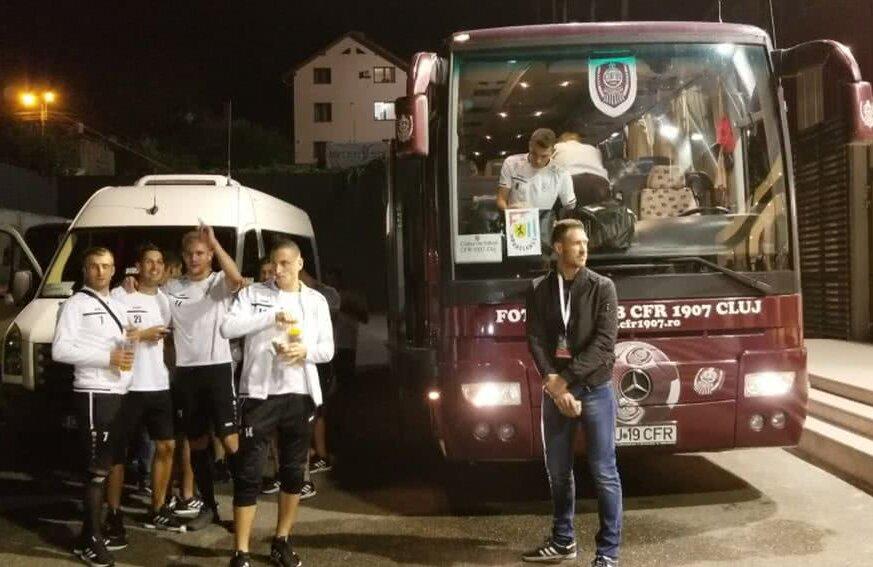 Jucătorii luxemburghezi au petrecut lângă autocar