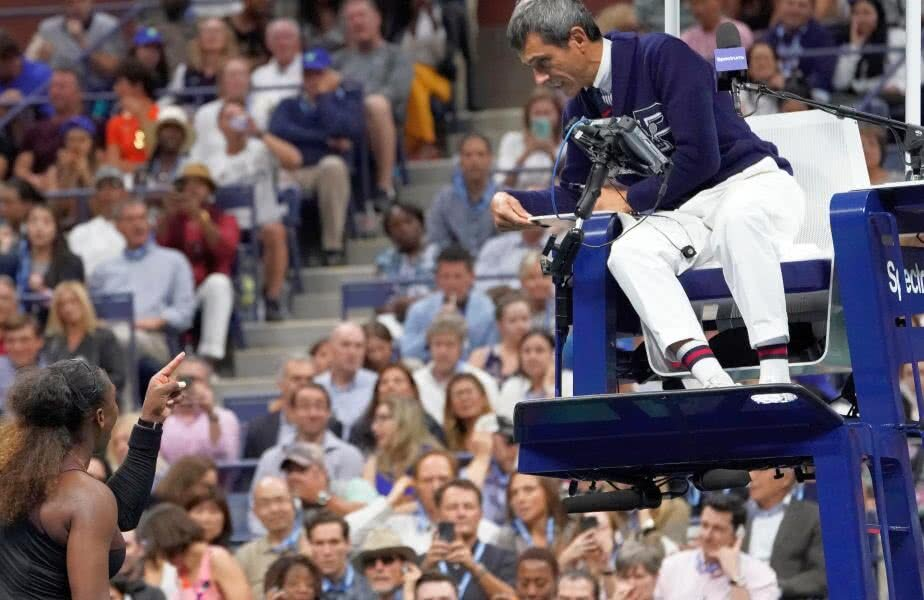 Cristian Tudor Popescu e de acord cu arbitrul Carlos Ramos // FOTO: Reuters