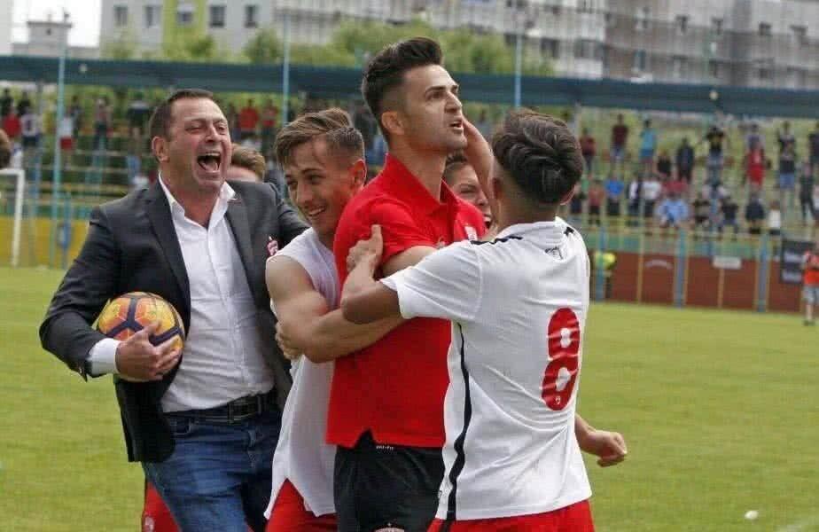 Gabi Răduță alături de Florin Bratu și de juniorii de la Dinamo