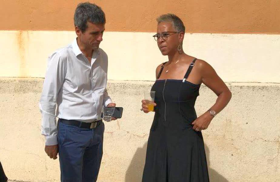 Carlos Ramos, surprins în timp ce discuta cu Katrina Adams, președintele Federației Americane de Tenis