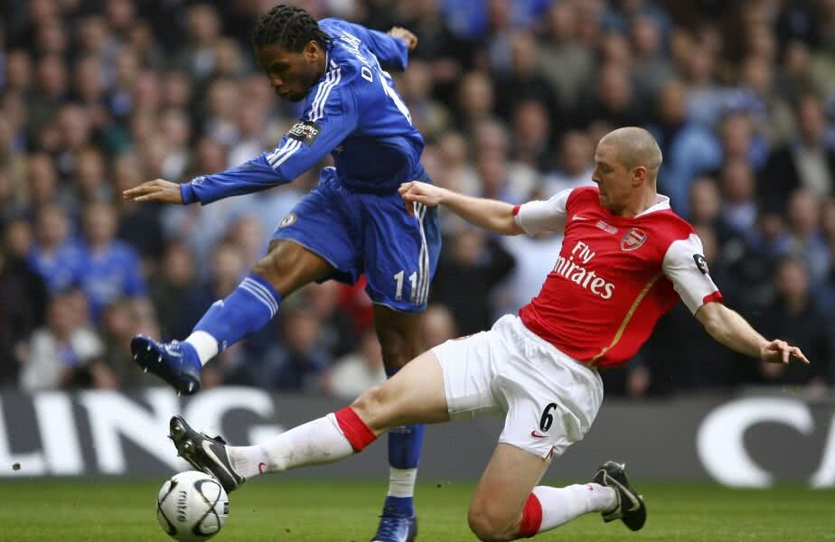Didier Drogba vs. Philippe Senderos (foto: Guliver/Getty Images)