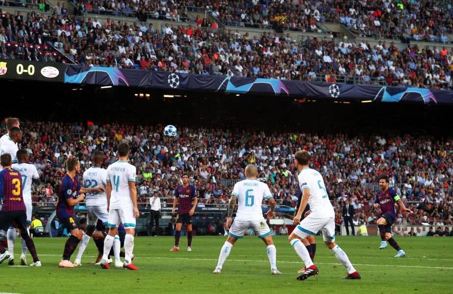 MAGISTRAL. Messi a înscris un hattrick și a strălucit în meciul cu PSV Eindhoven. Foto: Reuters