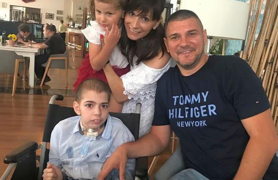 Denis, Ema, Ionela și Cosmin, o familie puternică