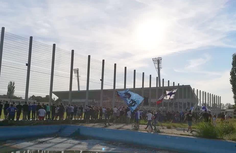Așa au urmărit ultrașii Craiovei meciul de la Turnu Măgurele // FOTO: Facebook Revista Ultra'