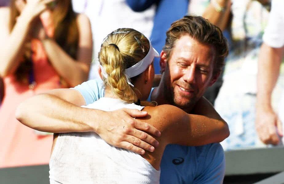 Angelique Kerber și Wim Fisette, după finala de la Wimbledon 2018 câștigată de nemțoaică în fața Serenei Williams, 6-3, 6-3 // FOTO: Guliver/ Getty Images