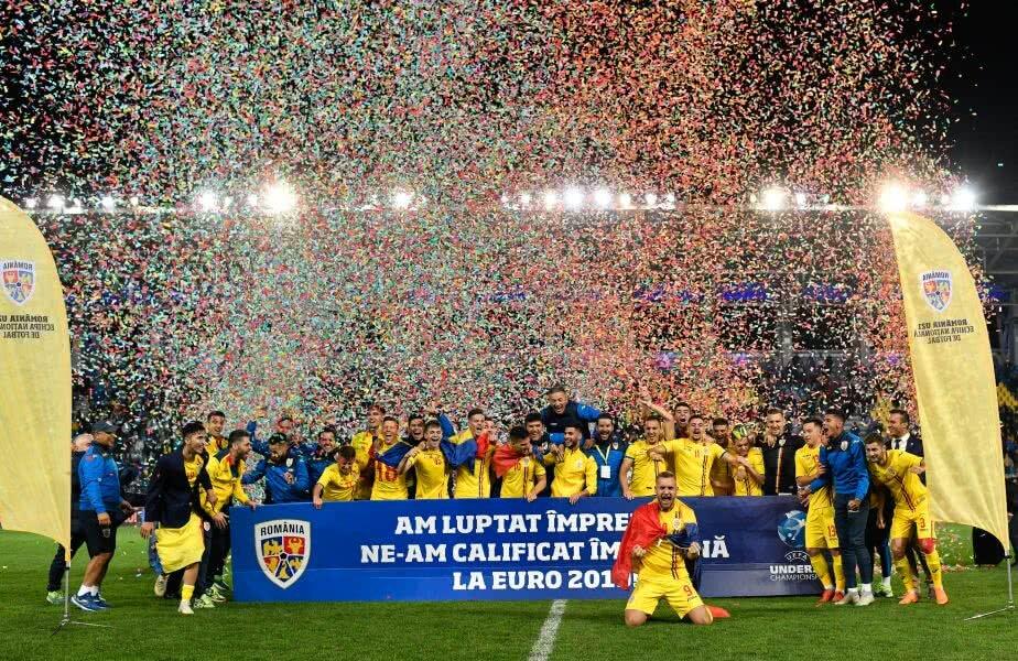 U21 DE VIS. România merge din nou la EURO, după 20 de ani, grație unei generații de excepție. Fotbaliștii lui Rădoi au sărbătorit din plin calificarea la turneul final din Italia, din 2019 (foto: Raed Krishan, GSP)