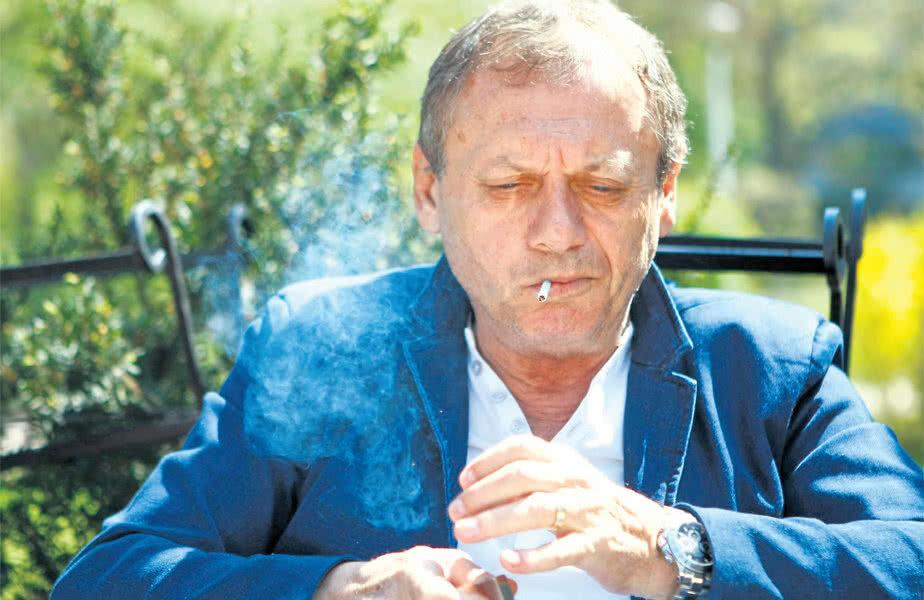 Balaci și unul din viciile sale, ţigările / FOTO Eduard Enea