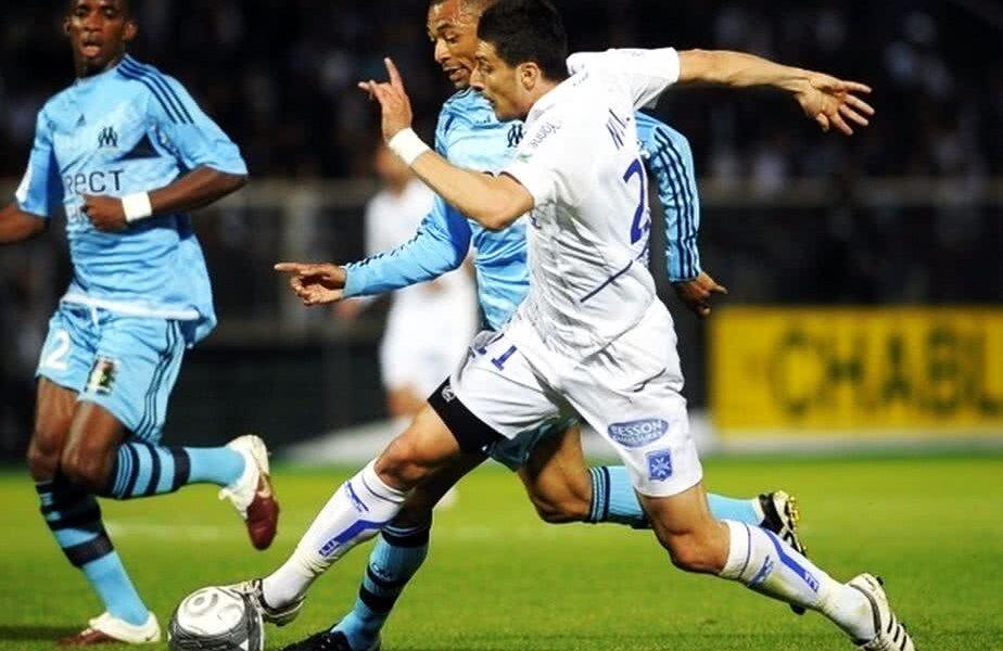 Daniel Niculae (dreapta), la Auxerre, într-un meci cu Marseille