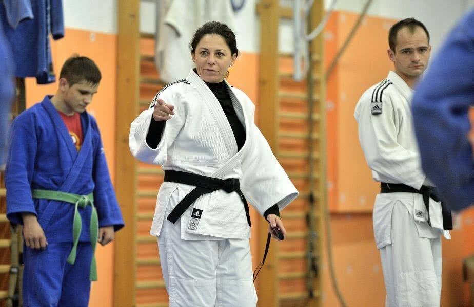 Antrenoarea Gianina Andreica e acuzată de tatăl Roxanei Pavel de tratamentul înfiorător la care a supus-o pe fiica sa
