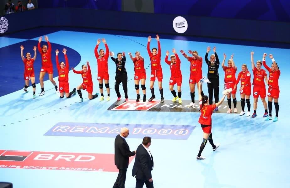 De ziua națională, handbalistele noastre au obținut o victorie superbă la debutul la Europeanul din Franța FOTO: Marius Ionescu