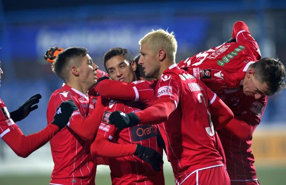 Jucătorii lui Dinamo sunt debusolați și au priviri pierdute chiar și când mai reușesc câte-un gol, aceasta fiind imaginea haosului în echipa