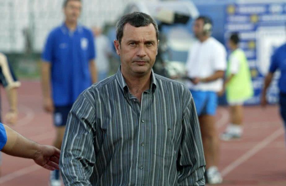 Mircea Rednic, pe vremea când antrena la Universitatea Craiova // FOTO: Arhivă GSP