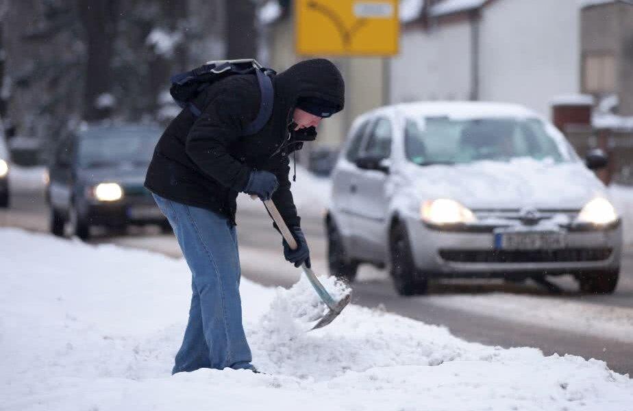 Zăpada și drumurile blocate vor cauza mari probleme în acest week-end // FOTO: Guliver/Getty Images