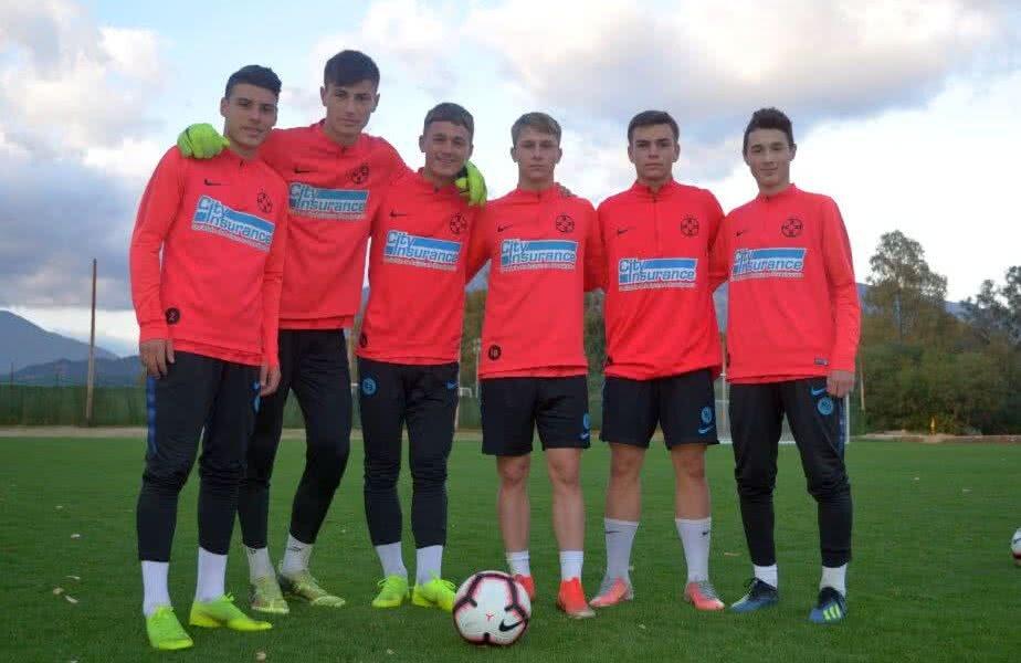 Cristian Dumitru, al doilea din dreapta, este unul dintre cei mai apreciați jucători din academia FCSB-ului