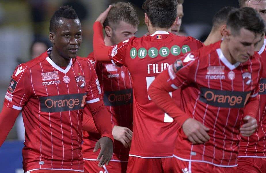Jucătorii lui Dinamo se bucură de victoria cu Poli Iași, 3-0 // FOTO: Cristi Preda