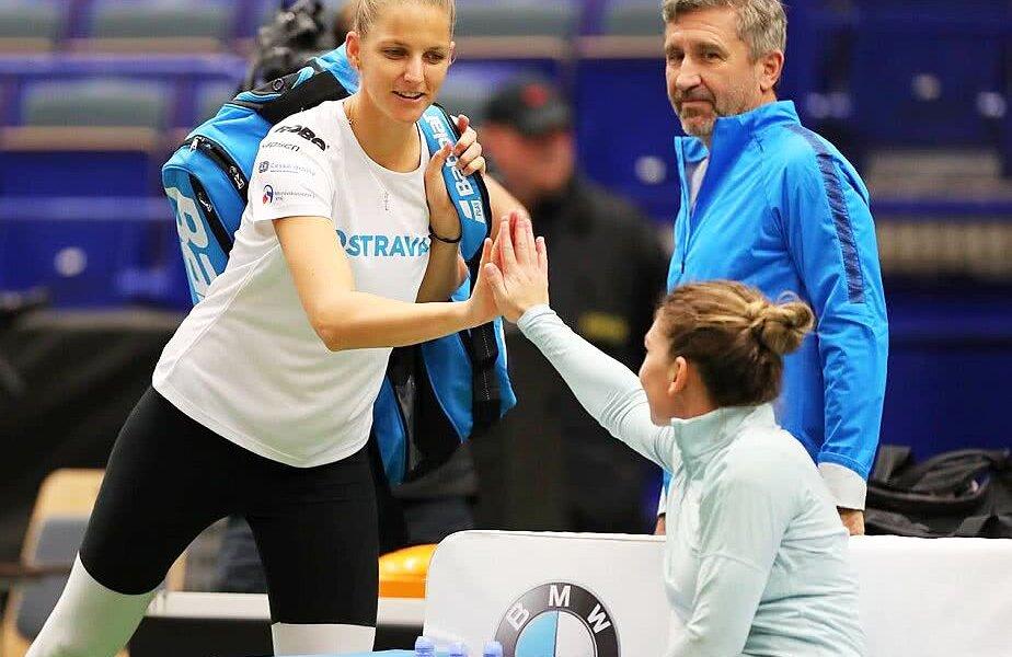 Karolina Pliskova și Simona Halep s-au salutat cu zâmbetul pe buze în sala din Ostrava, FOTO Pavel Lebeda