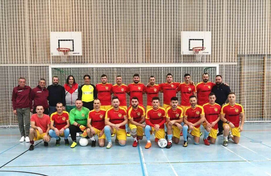 Băieții de la FC Românașu au planuri mari în ligile inferioare germane: inițiatorul proiectului, Cătălin Lohr, e primul din dreapta, sus