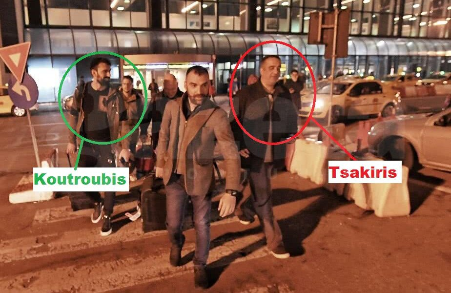 Georgios Koutroubis, primul din stânga, în timp ce Tsakiris e primul din dreapta  // Foto: Raed Krishan
