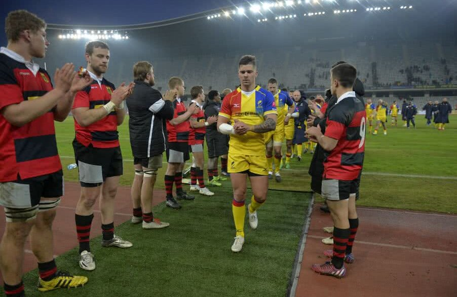 Vali Calafeteanu și colegii săi aplaudați de nemți după ultima victorie obținută la Cluj, 85-6 FOTO Raed Krishan