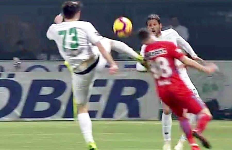 Faza la care steliștii ar fi trebuit să primească penalty // Captură TV Telekom Sport