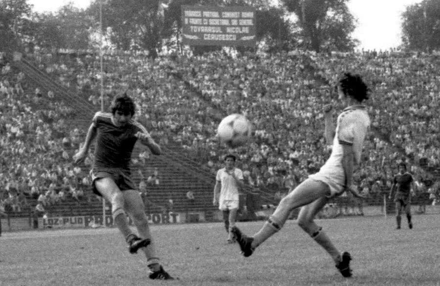 Beldeanu pe vremea când se lupta el însuși cu rivalii din Capitală ai Craiovei Maxima FOTO Gazeta Sporturilor