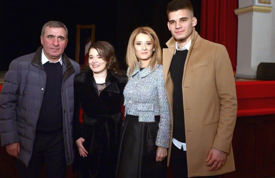 Gică Hagi alături de familia sa: Kira, Marilena și Ianis